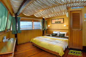 Double Bed Pinisi Cruise Sea Safari 7